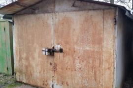 Metalinis garažas nusikėlimui