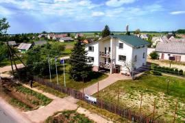 Erdvus namas su papildomais pastatais Ukmergės r., Lėno g.