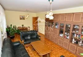 Parduodamas 260,82 kv. m ploto, 2 – jų aukštų mūrinis namas ramioje Miško g., netoli centro!