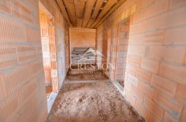 Parduodamas vieno aukšto, erdvus, 5 kambarių, 242m² namas Meškiškės km.!