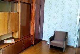 Parduodamas tvarkingas 3 kambarių butas , Šviesos. g. ,Grikiškėse., Šviesos