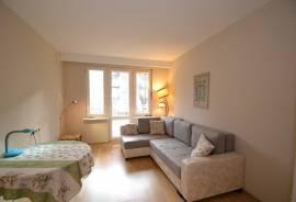 Nuomojamas šviesus, suremontuotas ir įrengtas 2-jų kambarių butas Antakalnyje, Širvio g.:\n\n* Butas