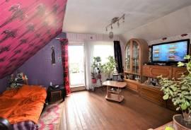 Visai šalia Senamiesčio, A. Jaroševičiaus g. karkasiniame name parduodamas 2-jų kambarių ( 45.66 m²)