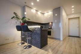 Parduodamas naujai įrengtas 2 kambarių butas Sausio 13-osios g. Karoliniškėse, Sausio 13-osios g.