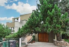 Parduodamas ramioje vietovėje gyvenamas namas su 6 arų sklypu Panevėžyje, Rožyno rajone.\nAdresas: P