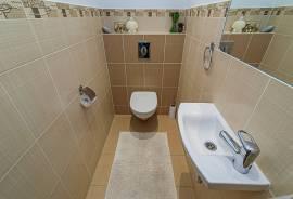 Parduodamas 5 kambarių namas Antano Gelgaudo g., Vilniuje. Namas ramioje\nnamų kaimynystėje su šalia