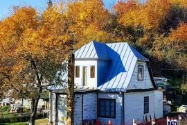 Namas su 10,7 aro žemės sklypu