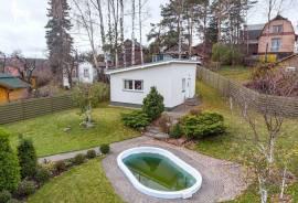 Namas idealiai tiks šeimai ieškančiai erdvės ir komforto jausmo, taip pat vertinantiems privatumą. N