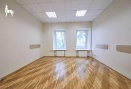 Išnuomojamos administracinės patalpos A. Juozapavičiaus g., 83 m² , Aukštas 1 iš 3.\n\nNuomi 3 kabin