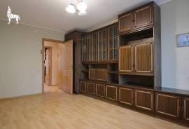 Nuomojamas erdvus ir tvarkingas 3 kambarių butas su visais baldais ir buitine technika.\nButas jau y