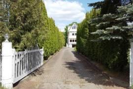 Erdvus namas Vilniuje, Lazdynuose, prie Neries upės, Dubliškių g.