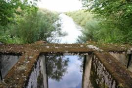 Pastatas - siurblinė virš upės